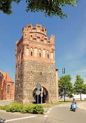 Tangermünder Tor - historisches Stadttor der Hansestadt Stendal, romanisches Sockelgeschoss aus Feldsteinen aus dem erdten Viertel des 13. Jahrhunderts.