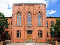 Eingang Gottfried-Arnold-Gymnasium Perleberg - Gründerzeitarchitektur; Backsteinfassade.