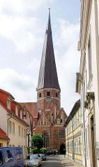 Kirchturm der St. Marienkirche in der Hansestadt Salzwedel.