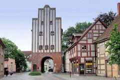 Neuperver Tor in der Hansestadt Salzwedel; Teil der alten Stadtbefestigung - BAckstein - Torturm aus dem Jahre 1460/70.