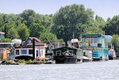 Hausboote im Holzhafen / Hamburg Moorfleet.