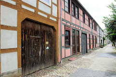 Hohe Toreinfahrt / Tor; Fachwerkhäuser in Kyritz.