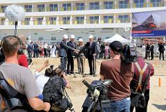 Erster Spatenstich für das 3. Kreuzfahrtterminal im Hamburger Hafen am Kronprinzkai - bis 2015 soll für ca. 80 Mio. Euro das Terminal entstehen.