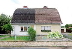 Doppelhaus mit unterschiedlicher Fassadengestaltung und Garten; alt + neu - Bilder aus Kyritz.
