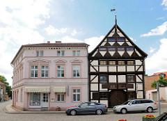 Gebäude / historische Wohnhäuser am Schuhmarkt in Perleberg.