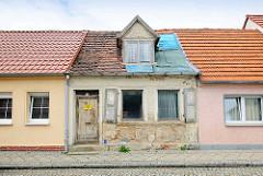 Restaurierte Wohnhäuser, verfallenes Gebäude - alt + neu; Bilder aus der Hansestadt Kyritz.