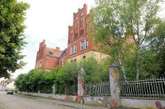 Leerstehende Gebäude - Backsteinarchitektur unter Denkmalschutz stehend - Stadtkaserne Perleberg.