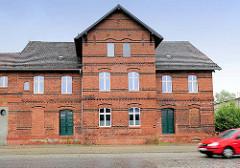 Gewerbegebäude, Backsteinarchitektur / Industriearchitektur am Bahnhof in Kyritz.
