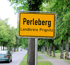 Ortsschild Perleberg, Landkreis Prignitz.