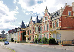 Wohnhäuser mit Backsteinfassade; Giebelturm - Lenzener Strasse, Perleberg.