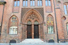 Eingang mit Wappen - Rückseite Altstädter Rathaus, Brandenburg an der Havel.