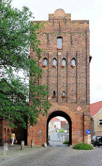 Neuperver Tor in der Hansestadt Salzwedel; Teil der alten Stadtbefestigung - BAckstein-Torturm aus dem Jahre 1460/70.