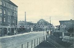 Historische Aufnahme der Brandshofer Schleuse in Hamburg Rothenburgsort ca. 1900; Wohnblocks und Schleusenwärterhaus mit Fachwerk.