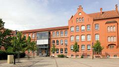 Backsteingebäude am Marktplatz von Salzwedel, erbaut 1902.