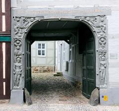 Adam und Eva Tor - Holzportal 1534; Fachwerkhaus Hansestadt Salzwedel.