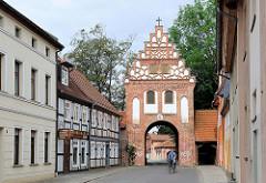 Steintor in der Hansestadt Salzwedel, 1530 fertiggestellt; der Giebel wird von spätgotischen Ornamenten verziert.
