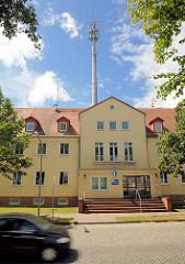 Polizeiwache mit Sendeturm an der Pritzwalker Strasse in Kyritz.