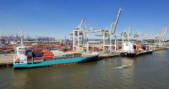 Containerfeeder am Container Terminal Tollerort im Hamburger Hafen.