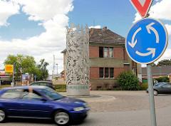 Kreisverkehr mit Metallskulptur Vögel - Stadt Perleberg.