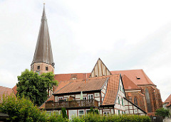 Architektur der norddeutschen Backsteingotik ist Salzwedels ältestes Bauwerk, die Marienkirche. Erbaut im 15. Jhd. - fünfschiffige Backsteinbasilika.