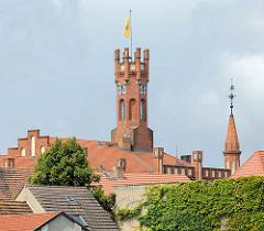 Turm des Kyritzer Rathauses - erbaut 1879 im Tudorstil.