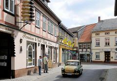 Cafe mit Werbung für Baumkuchen in der Altstadt der Hansestadt Salzwedel.