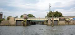Grevenhover Schleuse im Kuhwerderhafen in Hamburg Steinwerder - die Strömungsschleuse ist stillgelegt.
