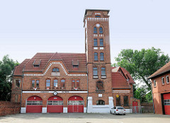 Backsteingebäude mit Schlauchturm der Feuerwehr Salzwedel.