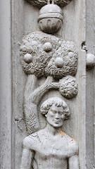 Detail, Adam und Eva Tor - Holzportal 1534; Fachwerkhaus Hansestadt Salzwedel.