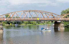 Alte Havelbrücke in Plaue / Brandenburg an der Havel - Stahlfachwerkbrücke, erbaut 1904 - steht unter Denkmalschutz.