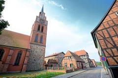 St. Georgkirche in Grabow - Fachwerkgebäude an der Kanalstrasse.