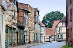 Historische Architektur / Gewerbehäuser, Läden + Wohnhäuseran der Mühlenstrasse in Grabow