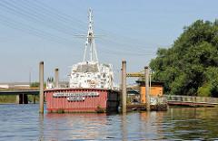 Übungsschiff der Landesfeuerwehrschule Hamburg im Tidekanal von Billbrook.