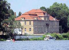 Plauer Schloss - Brandenburg an der Havel; historisches Barockschloss am Plauer See / Havel.
