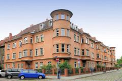 Expressionistischer Baustil / Archtitektur der 1920er Jahre - Wohnhaus mit Erkerturm in der Havelstrasse der Stadt Brandenburg a. d. Havel.