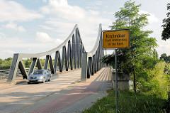 Seegartenbrücke - verbindet die Ortsteile Kirchmöser und Plaue / Brandenburg an der Havel.