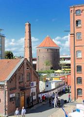 Blick vom Gelände des Museums derArbeit zum Rundbunker / Zombeckbunker am Barmbeker Bahnhof im Hamburger Stadtteil Barmbek Nord.