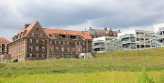 Historische und neue Gebäude - Städtisches Klinikum Brandenburg an der Havel.