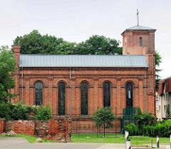 Katholische Pfarrkirche Heilige Dreifaltigkeit in Brandenburg an der Havel - erbaut 1851, Rundbogenstil / Backstein.