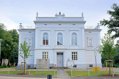 Neoklassizistischer Putzbau - ehem. Grabower Realschule, erbaut 1870.