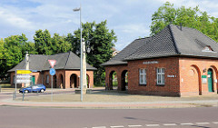 Nordtor / Nordeingang der Pulverfabrik Kirchmöser - symmetrisch angelegte Torhäuser