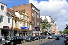 Unterschiedliche Architektur in der Strasse Schulterblatt im Hamburger Schanzenviertel - Wohnhäuser, Geschäfte.