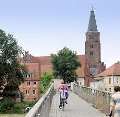 Brücke über den Domstreng zur Dominsel - Brandenburger Dom  - Baubeginn 1165.