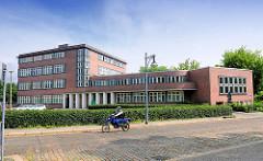 Expressionistisches Verwaltungsgebäude - Backsteinarchitektur der 1920er Jahre; Kanalstrasse in Brandenburg an der Havel.