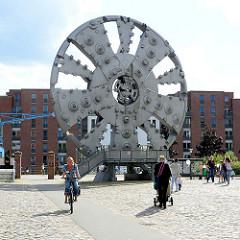 Schneidrad des Elbtunnelbohrers TRUDE; 14,2 m Höhe + 380 t schwere Werkzeug; Industriedenkmal auf dem Gelände vom Museum der Arbeit in Hamburg Barmbek Nord.