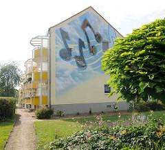 Neubau mit Wandbild in Kirchmöser, Brandenburg an der Havel.