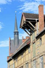 Historisches Speichergebäude / Fachwerk mit Ladevorrichtung unter dem Dach - Bilder aus Grabow an der Elde.