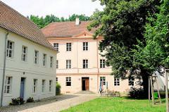 Ehem. Bischofshof am Gotthardtkirchplatz in Brandenburg an der Havel - jetzt interkulturelles Zentrum Gertrud von Saldern.