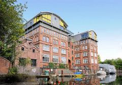 Fabrikgebäude - Industriearchitektur, ehem. Schokoladenfabrik am Südkanal / Wendenstrasse; erbaut 1908 - das Gebäude steht unter Denkmalschutz.
