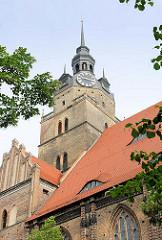 Kirchturm der St. Katharinenkirche von Brandenburg an der Havel - spätgotische Hallenkirche.
